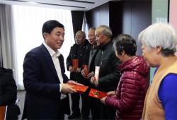 """""""勞模幫勞模 愛心手拉手""""藍鯨控股集團2019年公益捐助儀式"""